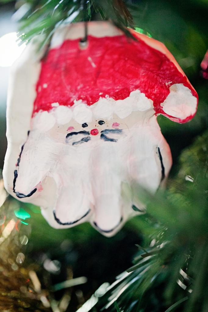 santa-hand-ornament