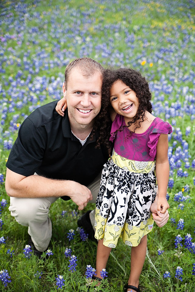 daddy-daughter-bluebonnets