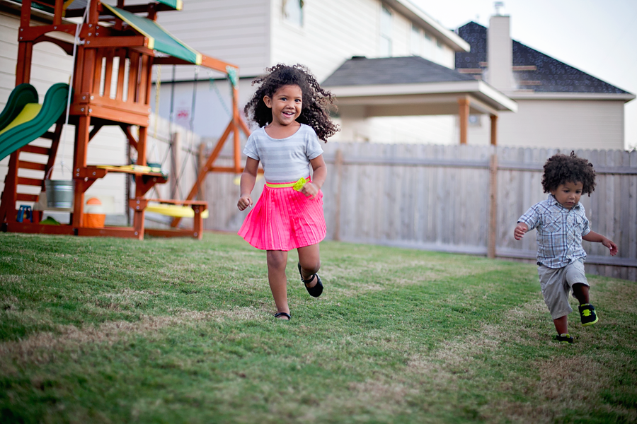 how to photograph kids in motion: photographing active kids running