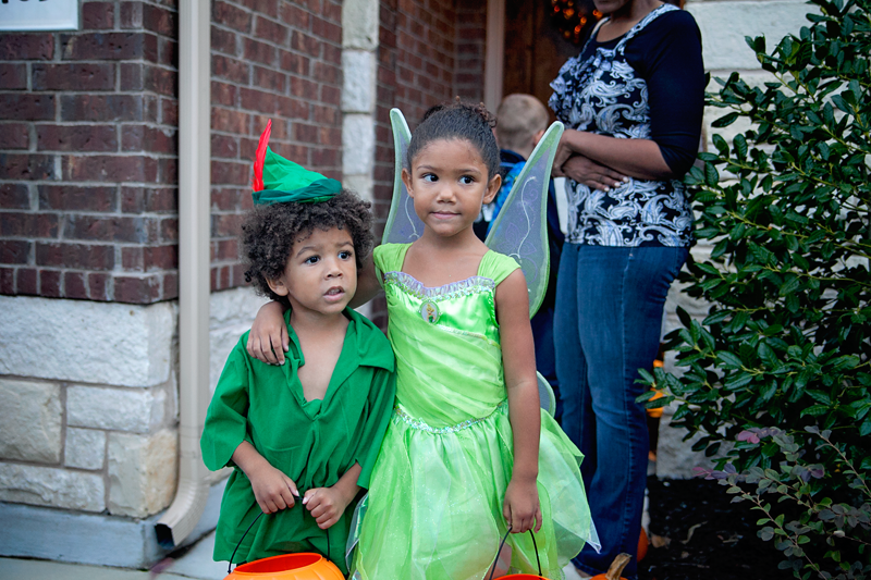 Peter Pan and Tinkerbell halloween with kids trick or treating