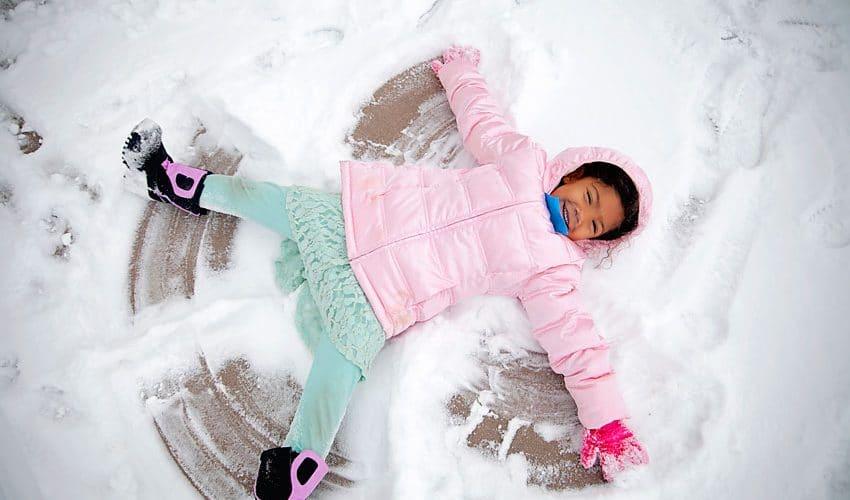 playing-in-snowangel
