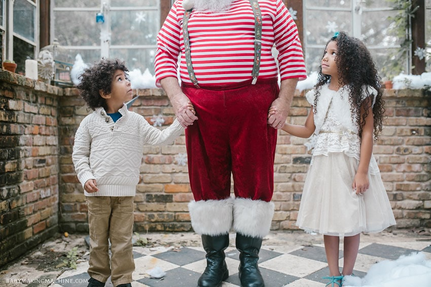 Santa and kids photoshoot gift guide for meaningful gifts