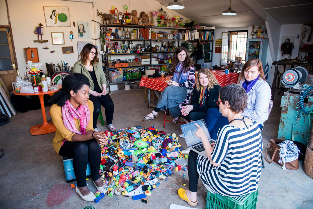 Vibe Israel art garage lesson on becoming childlike.