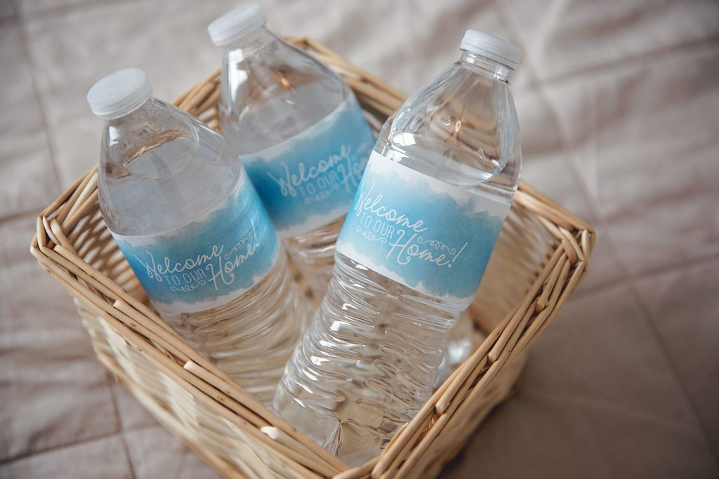 How to transform an office into a wonderful guest room in seconds. My office murphy bed. Free printables. Water bottle labels