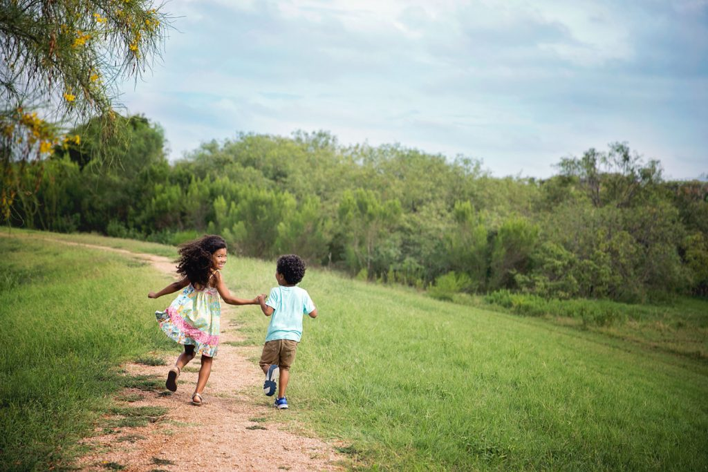 10 helpful tips to help you photograph your kids on the move.