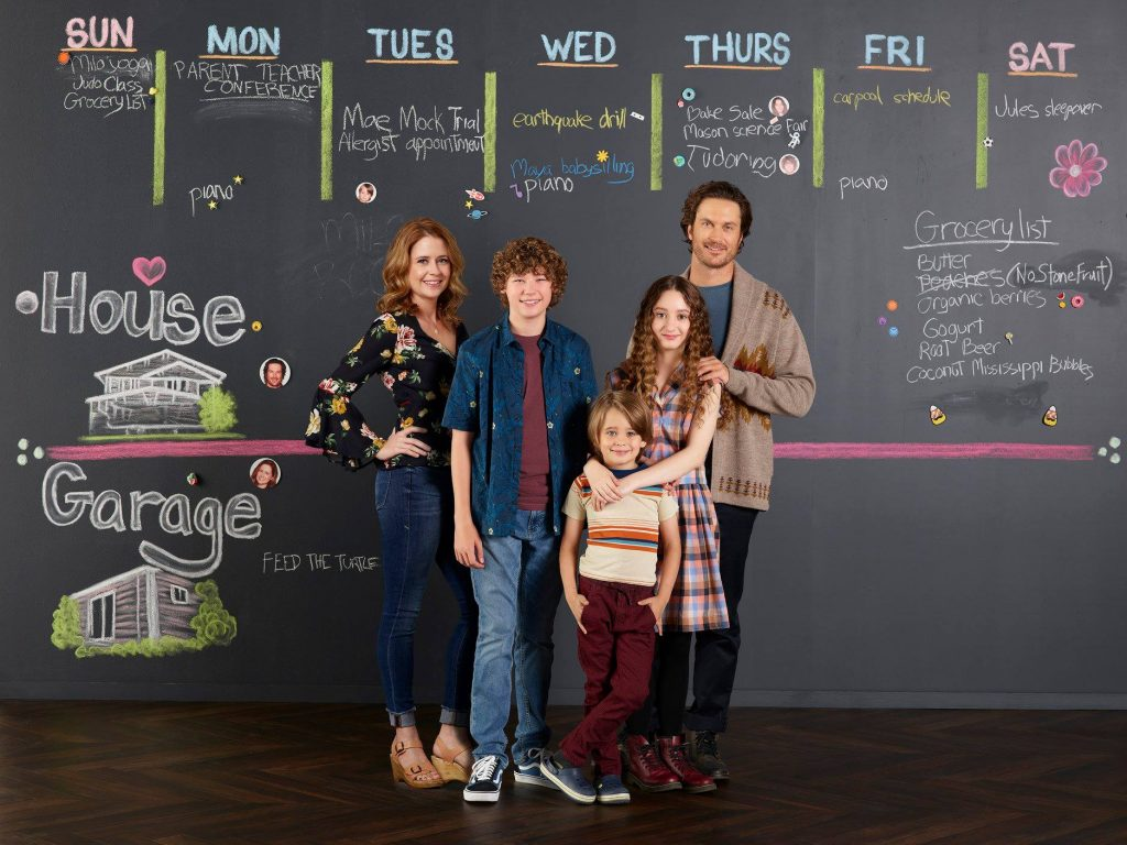 "SPLITTING UP TOGETHER - ABC's ""Splitting Up Together"" stars Jenna Fischer as Lena, Van Crosby as Mason, Sander Thomas as Milo, Olivia Keville as Mae, and Oliver Hudson as Martin. (ABC/Bob D'Amico)"